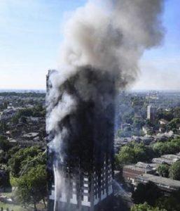 LONDRA 257x300 LONDRA: grattacielo in fiamme, dispersi due italiani