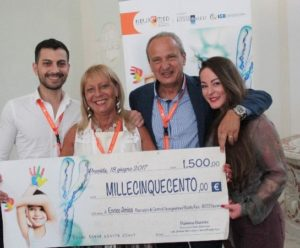 consegna premio 300x248 Procida, malattie rare: fondamentale la comunicazione tra ricerca, clinica e pubblico