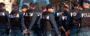poliziotti 670x274 300x123 Caserme fatiscenti, e ratti negli uffici Sit in di protesta del sindacato Poliziotti Democratici e Riformisti