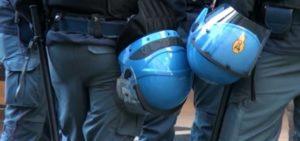 protesta della polizia di stato contro il governo 1134239 300x141 LEADER DI CASAPOUND A NAPOLI E SCATTANO GLI SCONTRI TRA CENTRI SOCIALI E FORZE DELLORDINE
