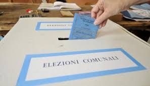 elezioni ELEZIONI: FILE AI SEGGI ELETTORALI DI NAPOLI CENTRO E PROVINCIA A CAUSA DELLA SCHEDA COL TAGLIANDO