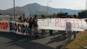foto protesta 300x169 TERRA DEI FUOCHI, LIBERATI FRATELLI PELLINI, GLI ATTIVISTI PROTESTANO