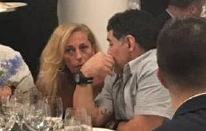 maradona sinatra 300x191 Maradona atteso stasera in Piazza Plebiscito per la cittadinanza onoraria