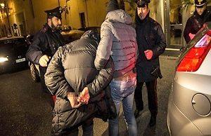 foto arresto 300x194 OPERAZIONE ANTIDROGA: ARRESTATO CORRIERE
