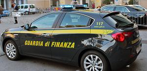 GDF 1 CONSULENTE FINANZIARIO SENZA NEMMENO UN TITOLO: DENUNCIATE DUE PERSONE