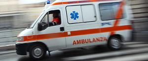ambulanza 300x125 TRAGEDIA A NAPOLI: UOMO MUORE SCHIACCIATO DAL SUO CAMION NEL RIONE SANITÀ