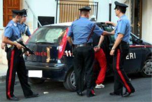 foto arresto 1 300x201 TENTA DI CORROMPERE CARABINIERI CON 100 EURO, ARRESTATO