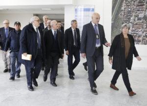 """3 4 300x217 OSPEDALE DI CASERTA,  DE LUCA E SIGNORA IN VISITA  """"TRASITE…TRASITE…."""""""