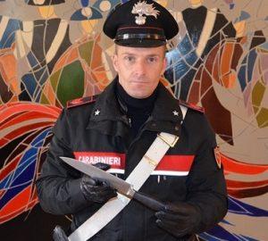 foto coltello 1 300x270 ARMATO DI COLTELLO AGGREDISCE IL FRATELLO