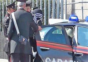 foto arresto 1 300x212 TENTA IL FURTO DAUTO IN PIENO GIORNO, ARRESTATO