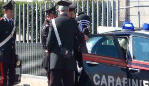 foto arresto 300x174 TENTA DI RUBARE UNA MACCHINA, ARRESTATO A VIA ACQUAVIVA