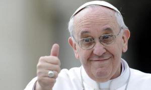 papa francesco 300x180 PAPA A PIETRELCINA: SINDACO, PELLEGRINO TRA I PELLEGRINI. PAESE NATALE DI SAN PIO INVASO DAI FEDELI