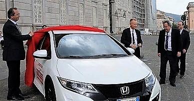 Consegna Honda Civic 2016 4 D.CAR MOTORS E REGGIA DI CASERTA:  IL 14 FEBBRAIO LA CONSEGNA DELLA NUOVA HONDA CIVIC A MAURO FELICORI