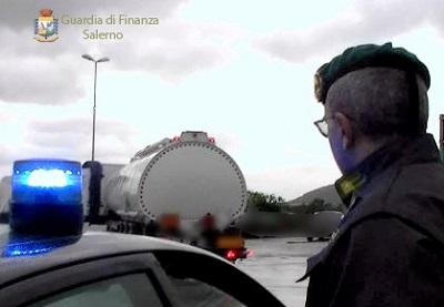 gDf CONTRABBANDO: SEQUESTRATA AUTOCISTERNA CON 32 MILA LITRI DI GASOLIO