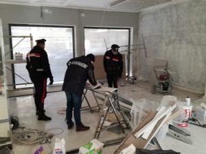Carabinieri NIL 2 300x225 SFRUTTAMENTO DEL LAVORO IN NERO, DENUNCIATO IMPRENDITORE