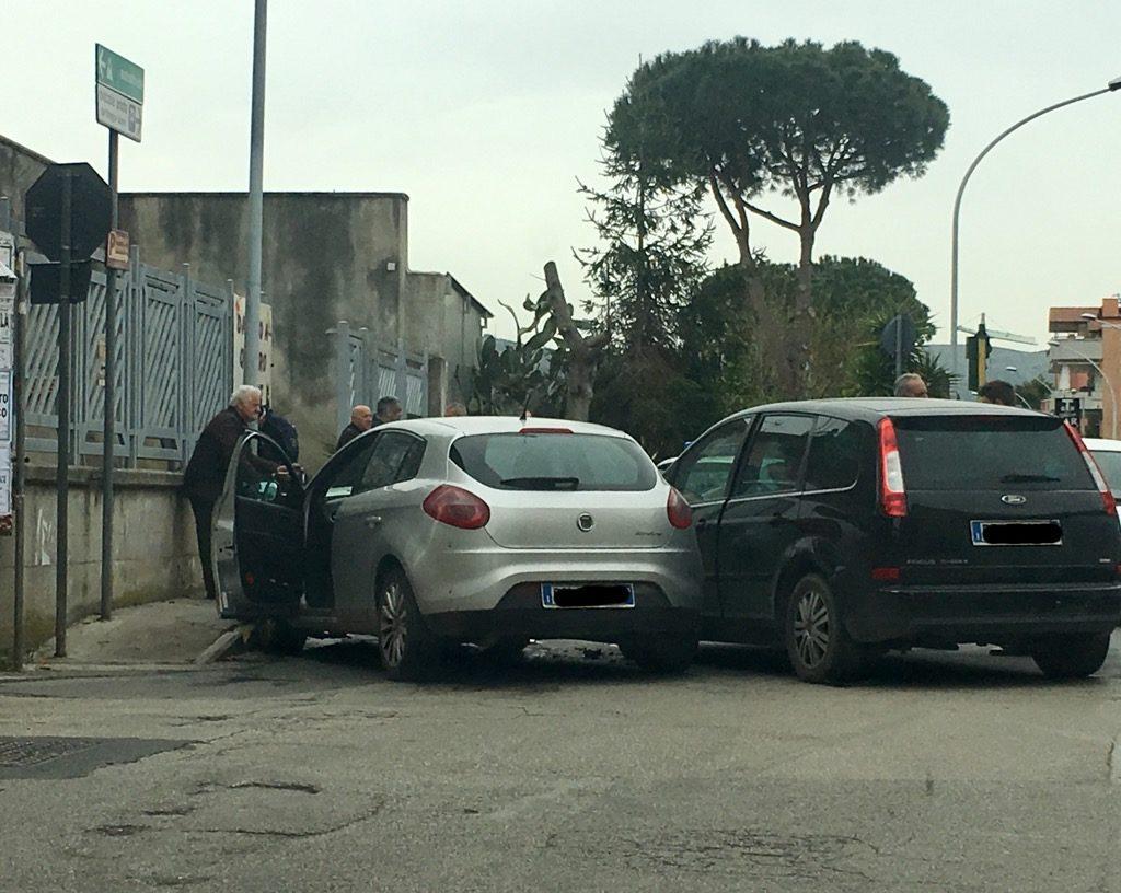 IMG 1270 1024x816 GUASTO AI SEMAFORI: GRAVE INCIDENTE AD UN INCROCIO A CASAGIOVE