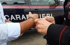 foto arresto 1 300x194 TENTA EVASIONE DAI DOMICILIARI, ARRESTATO