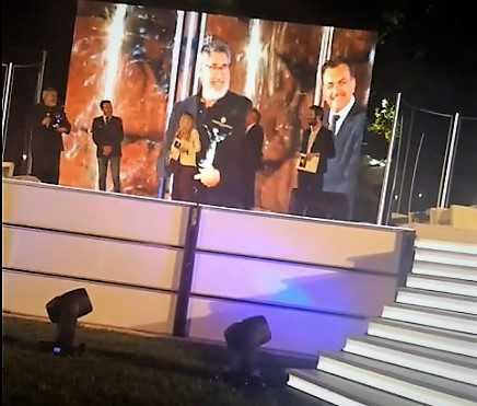 John Labdis al momento della premiazione MARATEA, DALLA NOSTRA INVIATA (...PER FORZA) A LE GIORNATE DEL CINEMA LUCANO