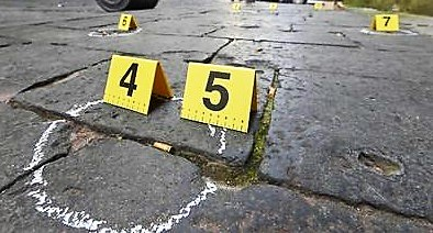 NAPOLI COLPI PISTOLA NAPOLI   FERITO UOMO CON ARMA DA FUOCO, E FUORI PERICOLO:LA POLIZIA INDAGA