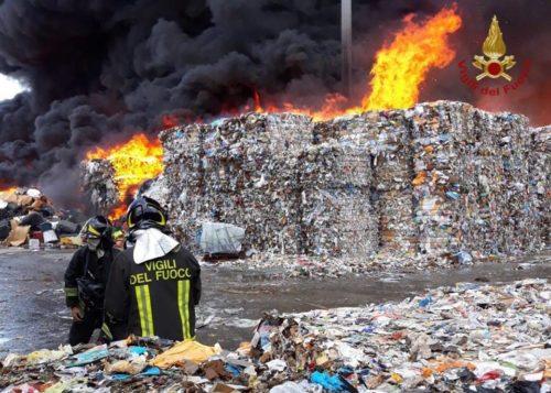 incendio 1 e1532599459563 INCENDIO TRA CAIVANO E PASCAROLA, MESSINA: IL TERZO IN SETTE GIORNI...BISOGNA AGIRE ORA!
