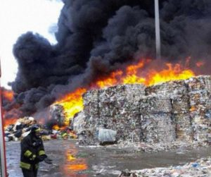 incendio degennaro 300x251 INCENDIO A CAIVANO, FARE VERDE CAMPANIA: DISASTRO AMBIENTALE