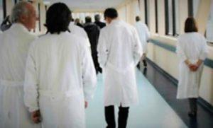 medici ospedale in corsia 300x181 CORONAVIRUS, FORZA NUOVA CHIEDE SOSPENSIONE TRIBUTI REGIONALI E USO TOCILIZUMAB IN OSPEDALE