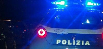 POLIZIA PONTICELLI (NA), POLIZIA SPARA IN ARIA PER TENTARE DI BLOCCARE UN MOTOCICLISTA IN FUGA: LA GENTE PROTESTA