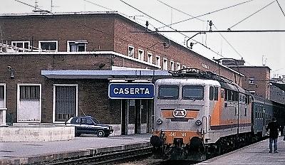 STAZIONE CASERTA PENDOLARI, TRATTA CASERTA NAPOLI: IN ARRIVO AUMENTI. SINISTRA ITALIANA CON GLI STUDENTI