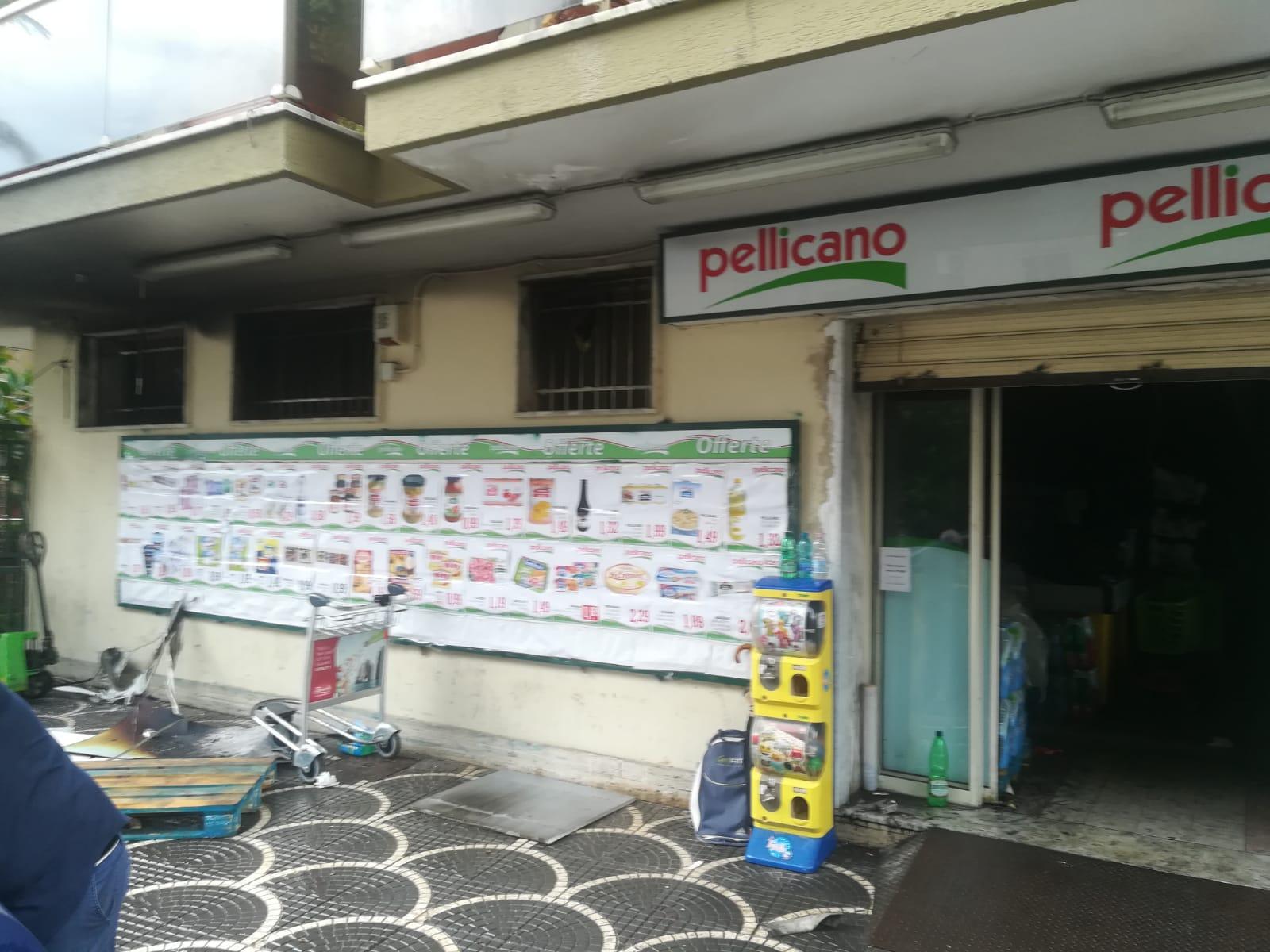 %name INCENDIO AL SUPERMERCATO PELLICANO, LE FOTO