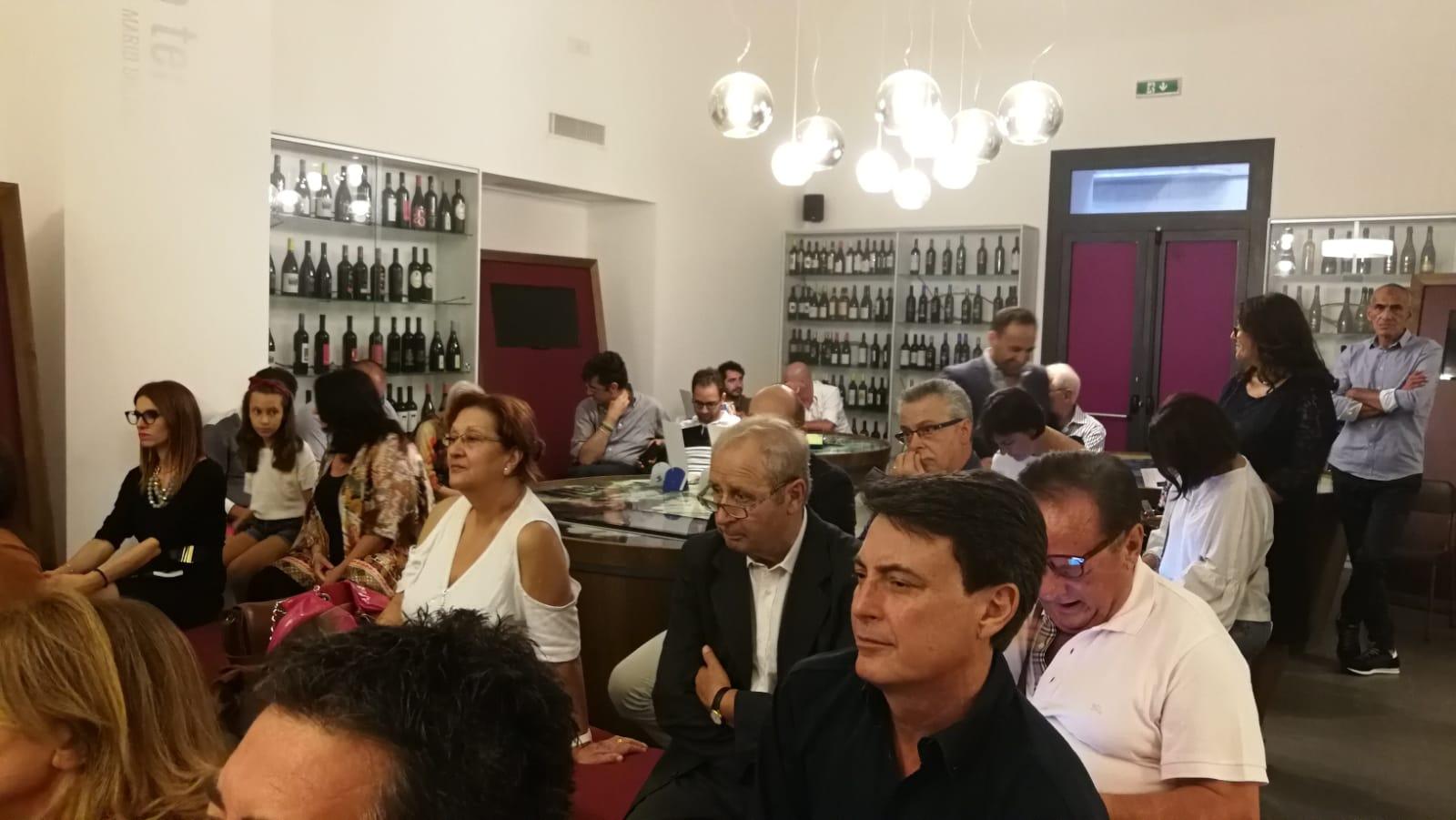 %name GIORNALISTE SUL PISELLO, SUCCESSO PER LA PRESENTAZIONE DEL LIBRO DI FRANCESCA NARDI