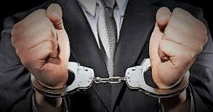 arresto 300x158 VIOLENZE E MINACCE A EX COMPAGNA, IN MANETTE IMPRENDITORE DI AFRAGOLA