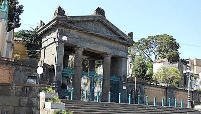 Cimitero Poggioreale ingresso COMMEMORAZIONE DEI DEFUNTI E COVID: NUOVE INDICAZIONI PER I SINDACI DALLA REGIONE CAMPANIA