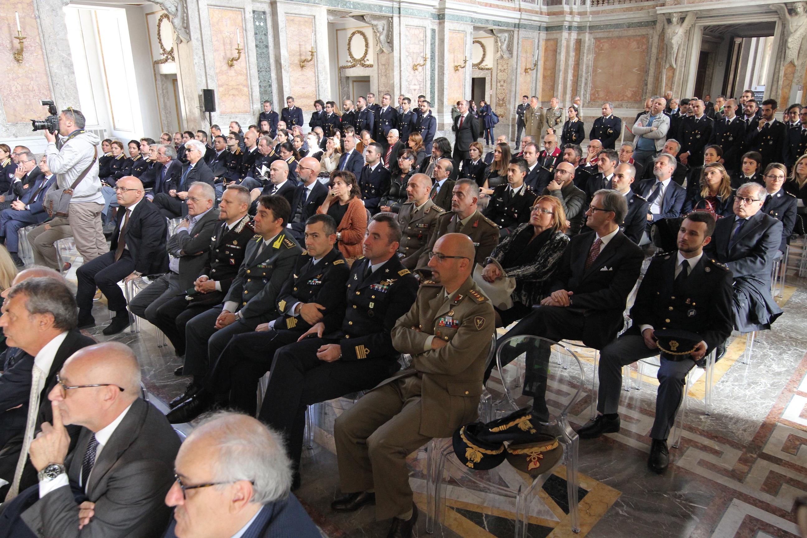 GFCG3589 FRAMMENTI DI STORIA: INAUGURATA ALLA REGGIA LA MOSTRA FOTOGRAFICA DELLA POLIZIA SCIENTIFICA. LE INTERVISTE