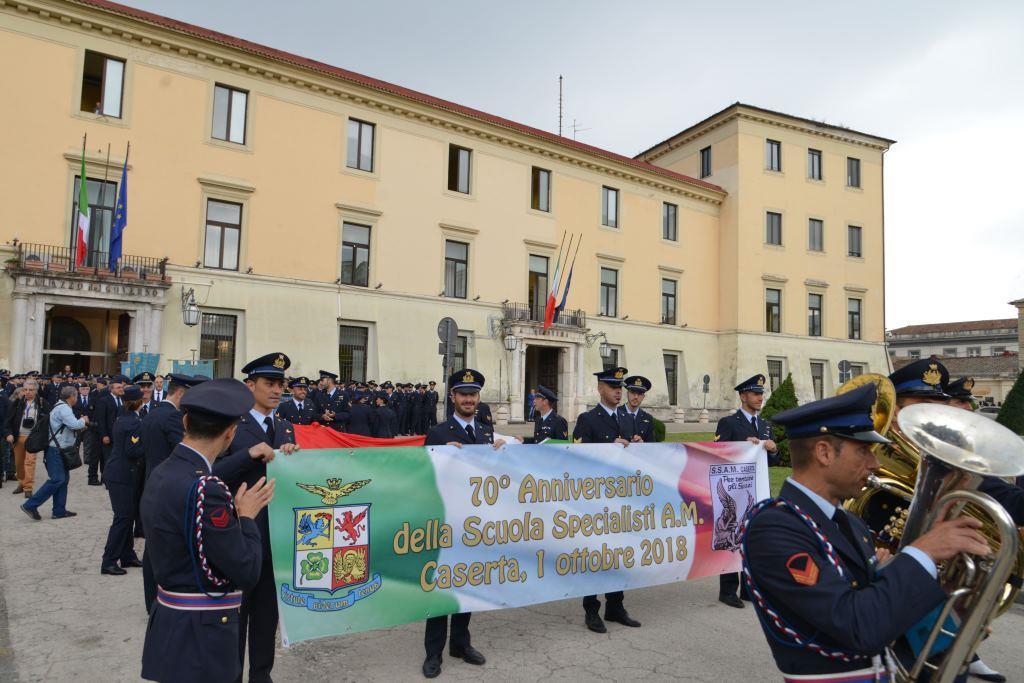 La partenza della sfilata Prefettura di Caserta AERONAUTICA MILITARE, CELEBRATI I 70 ANNI DALLA COSTITUZIONE DELLA SCUOLA SPECIALISTI