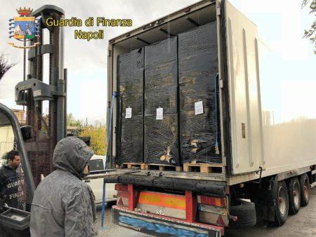gdf foto 1 3 e1540374256330 CONTRABBANDO, SEQUESTRATE 9 TONNELLATE DI SIGARETTE: ARRESTATO CITTADINO PORTOGHESE