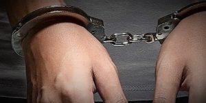manette arresto 04 300x150 PARETE, ARRESTATO RESPONSABILE FERIMENTO 14ENNE DURANTE VIGILIA DI NATALE