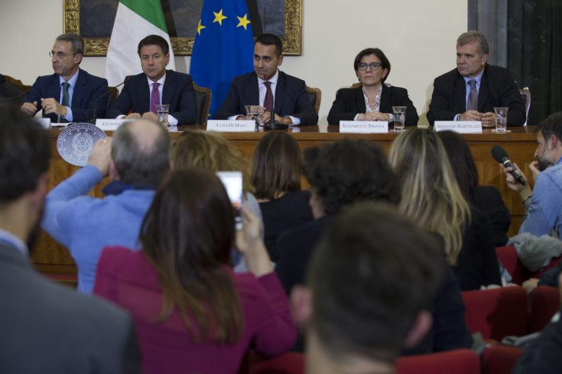CATAPANE IL CONSIGLIO DEI MINISTRI A CASERTA PER COMBATTERE LA TERRA DEI FUOCHI, LA FOTOGALLERY DELLEVENTO