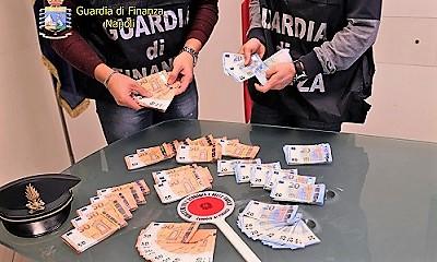 GDF foto1 1 GDF NAPOLI: SEQUESTRATI OLTRE 60.000 EURO CONTRAFFATTI, ARRESTATA DONNA, ERA IL CORRIERE