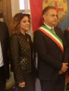 Lex assessore Agnese Vetrella ed il sindaco Stefano Cioffi 229x300 MACERATA CAMPANIA, SI DIMETTE LASSESSORE VETRELLA