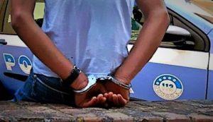 arresto polizia 300x173 SFRUTTAMENTO DELLA PROSTITUZIONE MINORILE, IN ARRESTO DUE NIGERIANI