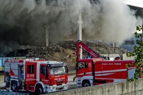 stir incendio STIR, INCENDIO DOMATO: STAMANE SOPRALLUOGO DEL MINISTRO COSTA