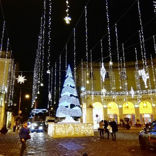 albero natale ce L ALBERO SPENTO E LALBERO ACCESO, CASERTA AND I WISH YOU A MERRY CHRISTMAS
