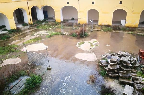 SANTAGOSTINO CHIOSTRO DI SANT'AGOSTINO…VERGOGNE BAGNATE