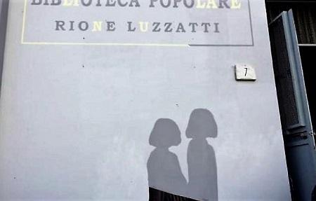 a foto amica geniale al rione luzzatti 800x445 NAPOLI, RIONE LUZZATTI: STREET ART PER RICORDARE I LUOGHI DE LAMICA GENIALE