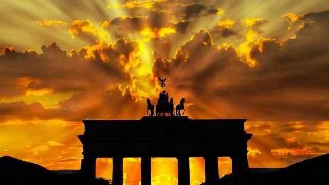 """monologo marion """"IL CIELO SOPRA BERLINO"""": CHI NON HA BISOGNO DI UN ANGELO CUSTODE?"""