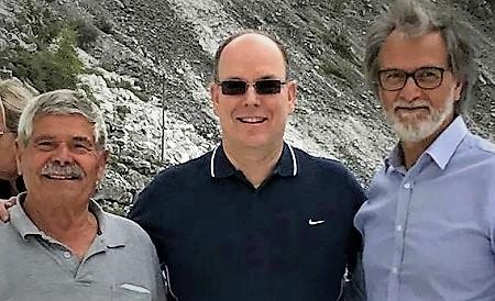 Franco Barattini da sinistra nella sua cava con il principe Alberto di Monaco e Luciano Massari MASSA CARRARA, CHIUDE LA STORICA CAVA CHE FORNI A MICHELANGELO IL MARMO PER LE SUE OPERE PIÙ CELEBRI