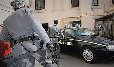 GUARDIA DI FINANZA GDF, SEQUESTRTI 700MILA STICK DI COLLA PERICOLOSA: DIECI DENUNCIATI