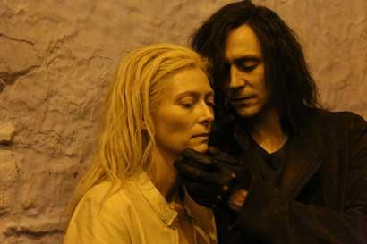 """Only Lovers Left Alive Swinton hiddlestone """"SOLO GLI AMANTI SOPRAVVIVONO"""": L'OPERA DARK DI JIM JARMUSCH"""
