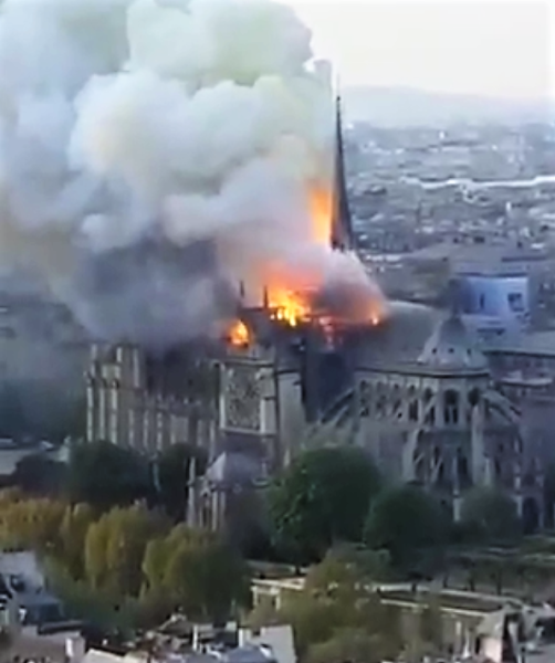 NOTRE DAME 2 NOTRE DAME IN FIAMME