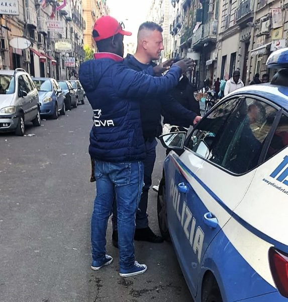 %name NAPOLI, VENDITA ILLEGALE DI SCHEDE TELEFONICHE, DUE ARRESTI
